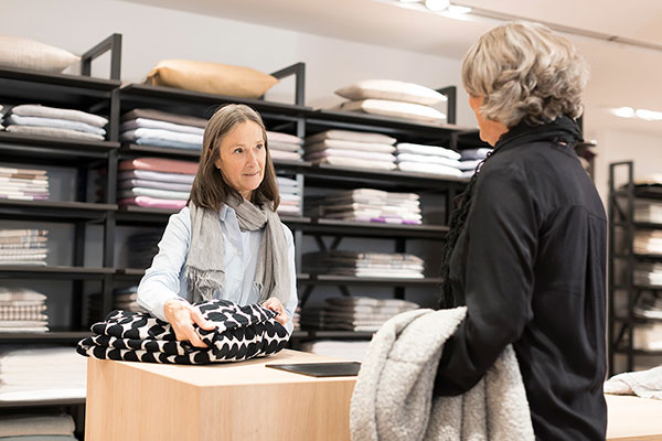 Verkaufsgespräch im Ladengeschäft Stoffkontor