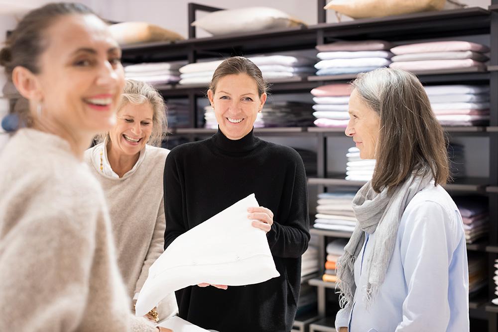 Stoffkontor Ladengeschäft ABC-Straße - Inhaberin Edda Binné und Mitarbeiter
