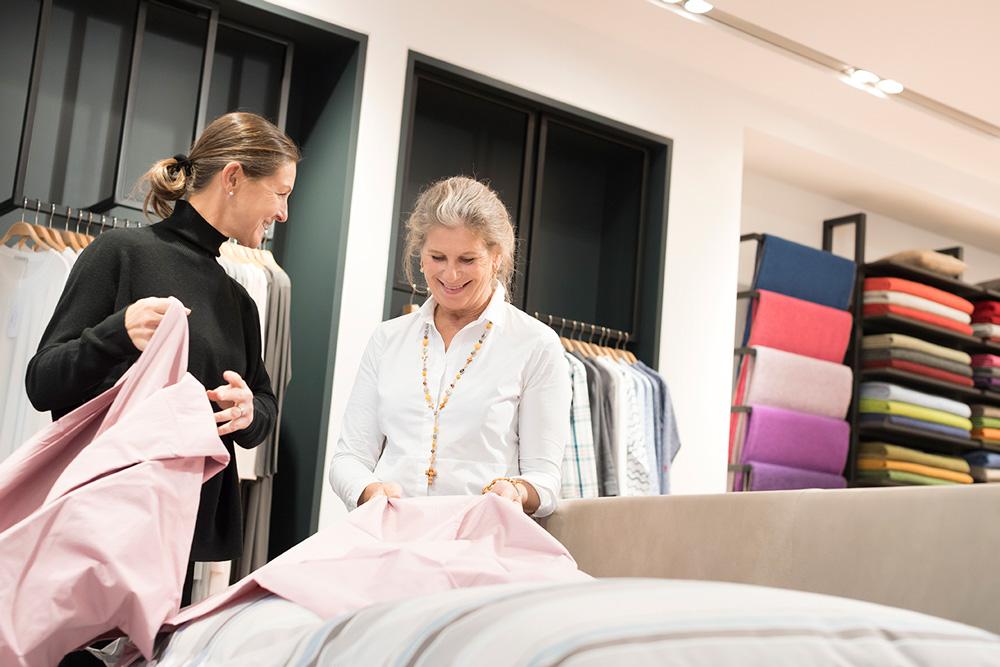 Stoffkontor Ladengeschäft ABC-Straße - Verkaufsgespräch Edda Binné